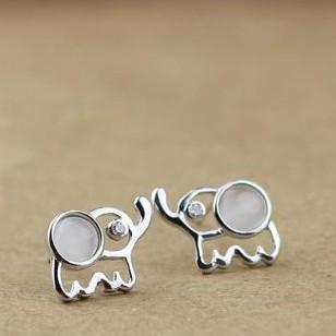 Lovely Sterling Silver Elephant Stud